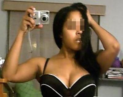 Femme libertine qui aime la dilatation anale